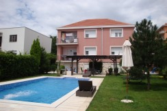 House 350m2, 3 apartements, swiming pool, diplomatic settlement
