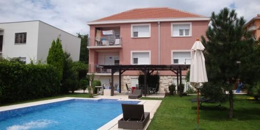 House 350m2, 3 apartements, swiming pool, diplomatic settlement