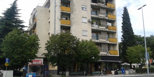 Apartment 107m2, nice location, old building