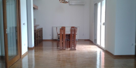 House 300m2 with large garden, good location