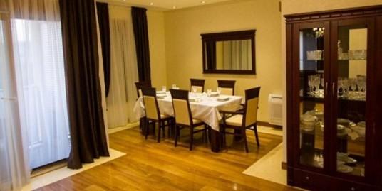 Luxury flat 200m2, three bedrooms, garage, furnished