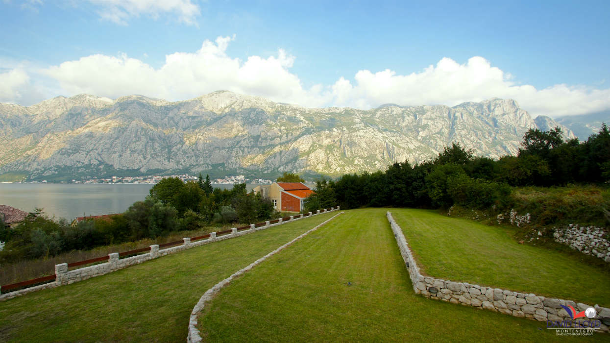 370m2 Vila for sale, Kotor – Prčanj, 100m from the sea, 1650m2 garden