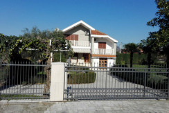 House for rent – 250m2 – garden 1500m2 – swimming pool